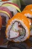Sushirolle und -soße Stockbild