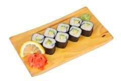 Sushirollen mit der Avocado lokalisiert auf Weiß Lizenzfreie Stockfotografie