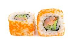 Sushirollen mit Garnele auf Weiß Stockfoto