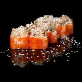Sushirollen mit Kaviar und Aal Lizenzfreies Stockfoto
