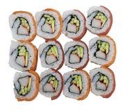 Sushirollen mit Lachsen und Thunfisch auf weißem Hintergrund lizenzfreie stockfotografie