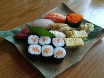Sushiserie nigiri Sushimahlzeit Lizenzfreie Stockfotos