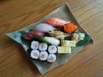 Sushiserie nigiri Sushimahlzeit Stockbild