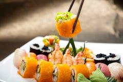 Sushiuppsättning av Japnese mat Arkivbild