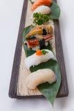 Sushiuppsättning: Grillade Foie Gras, grillad Unagi japansk sötvattens- ål, tioarmad bläckfisk och Hotate kammussla Royaltyfri Foto
