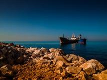 Susi ładunków naczynia Blisko linii brzegowej Obraz Royalty Free