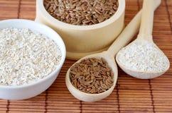 Susi foods zdrowy odżywianie - lnów ziarna i owsa otręby fotografia stock