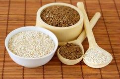 Susi foods zdrowy odżywianie - lnów ziarna i owsa otręby zdjęcie stock