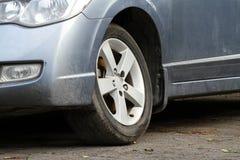 Suspendierung des beschädigten Fahrzeugs Lizenzfreie Stockfotografie