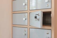Suspensão chave da abertura das portas do cacifo Fotos de Stock