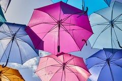 Suspensão colorida dos guarda-chuvas Foto de Stock Royalty Free