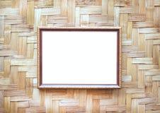 Suspensão decorativa da moldura para retrato de aço do ouro no fundo tecido de madeira da parede foto de stock royalty free
