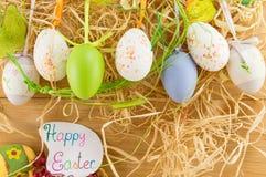 Suspensão dos ovos da páscoa Fotos de Stock