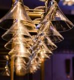 Suspensão dos vidros de vinho fotografia de stock royalty free