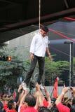 Suspensão zombada em um protesto vermelho da camisa em Banguecoque Imagens de Stock Royalty Free