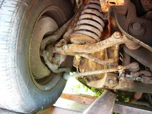 Suspensión retra oxidada del coche Fotos de archivo libres de regalías