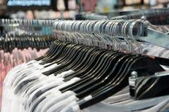 Suspensiones de ropa Imágenes de archivo libres de regalías