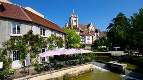 Sussidio e chiesa della città in Francia video d archivio