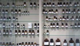 Sustancias químicas en las botellas de cristal Imagen de archivo libre de regalías