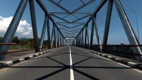 Sustentação acima da ponte, close-up da construção de aço filme
