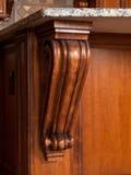 Sustentação de madeira escura Home luxuosa da cozinha fotografia de stock