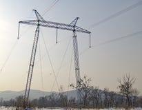 Sustentação de um cano principal elétrico de alta tensão imagens de stock