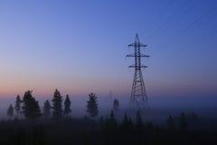 Sustentação de uma linha de transmissão da eletricidade imagem de stock royalty free
