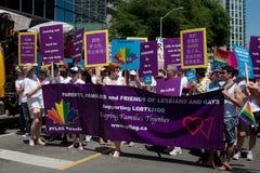Sustentação homossexual no orgulho do arco-íris de Toronto imagens de stock royalty free