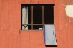 suszenie poza ręcznikowego okno Obrazy Royalty Free
