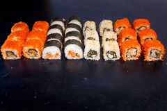 Suszi i rolka ustawiający z łososiem Japoński jedzenie 22 Obraz Royalty Free