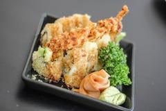 Suszi Japońskiego yummy naczynia mięsny wyśmienicie rybiego fileta dekoraci Wasabi Karmowy ogórek Obraz Royalty Free
