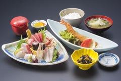 Suszi posiłek z świeżym sashimi tuńczykiem, kałamarnica, mak, smażył garneli, Fotografia Stock