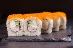 Suszi rolka z kremowym serem, sezam Japoński jedzenie obrazy stock