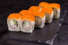 Suszi rolka z kremowym serem, sezam Japoński jedzenie zdjęcie royalty free