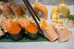 Suszi sashimi i suszi rolki ustawiać Zdjęcia Royalty Free