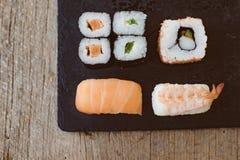 Suszi Ustalony sashimi i suszi rolki słuzyć Zdjęcia Royalty Free