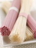 suszone jasni różowe somen makaron Zdjęcie Royalty Free