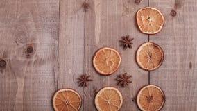 Suszy plasterki pomarańcze kłama na stole ornament dekoracyjny C Obrazy Stock