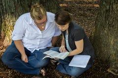 Sutdy hoher Abschluss der Bibel Lizenzfreie Stockfotos