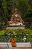 Suthep in Chiang Mai, folgender Mönch Thailands mögen den Fuß Lizenzfreies Stockbild