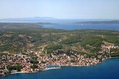 Sutivan, vue au-dessus de l'île de Brac Image stock