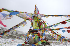 Sutra streamers below snow mountain Royalty Free Stock Photography