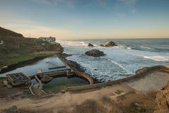 Sutro bad fördärvar med brutna rör, San Francisco på soluppgång Royaltyfri Bild