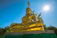 Sutta di Pra Kata Maha Jakkrapat, statua dorata di Buddha Fotografia Stock Libera da Diritti