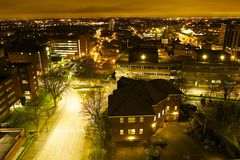 Sutton la nuit (sud de Londres) images stock