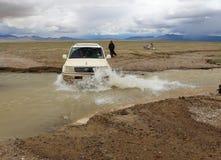 SUV在西藏 免版税图库摄影