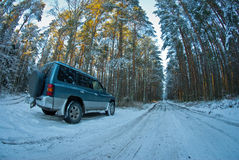Suv στο χιόνι Στοκ εικόνες με δικαίωμα ελεύθερης χρήσης