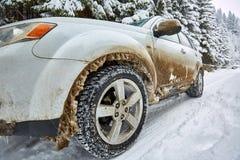 SUV на дороге горы Стоковое Изображение