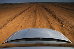 Пустыня SUV управляя свободой Стоковая Фотография RF