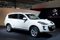 Suv 4007 della Peugeot sull'esposizione di automobile Fotografia Stock